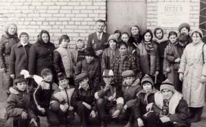"""У входа в """"Музей боевой и трудовой славы"""""""