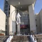 Монумент С.П.Королёву у входа в МГТУ им. Баумана