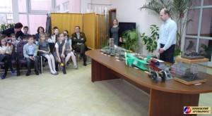 Представитель фирмы «Звезда», инженер-конструктор А.А.Смирнов