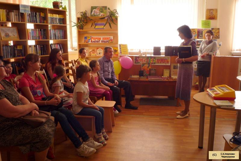 Презентация выставки редких и старинных книг. Библиотекари Людмила Чекурина и Марина Вязанкина