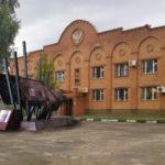 Визуализация проекта памятника, выполненая автором - А.С.Жулановым. Сторона, посвящённая работе железнодорожников по обеспечению перевозок в интересах фронта