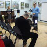 """Директор МКУ """"Художественная галерея"""" г.Лобня М.А.Черчинцев приветствует гостей"""
