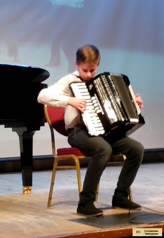 Матросский танец «Яблочко» исполняет В.Кузнецов, ученик Г.И.Бойцовой