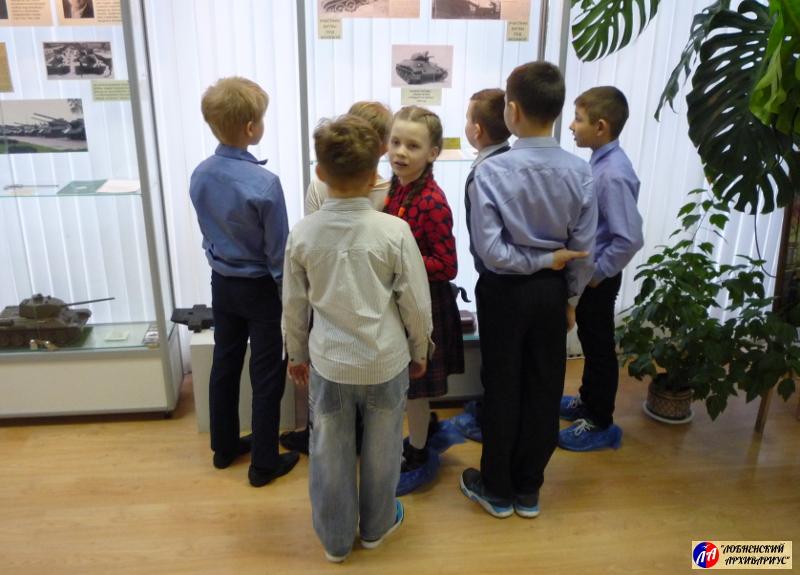 "У экспозиции ММК ""История танка Т-34"""