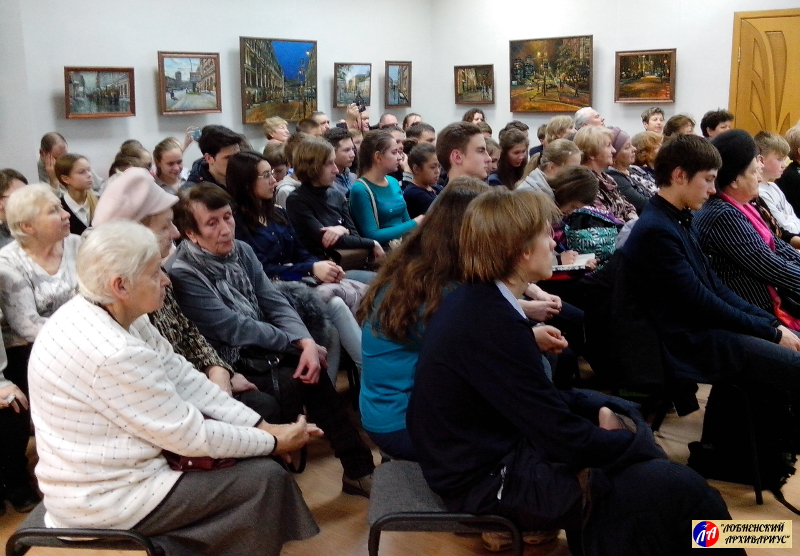 """В зале аншлаг - около 80 человек пришли в """"Художественную галерею"""""""