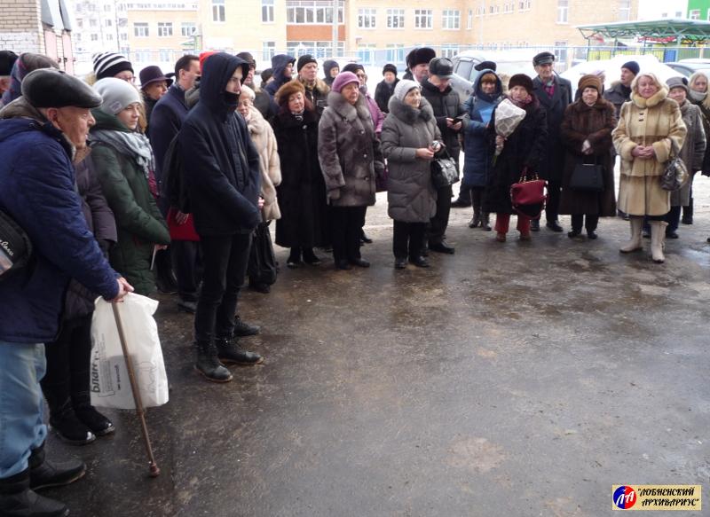 """На церемонию открытия пришли те, кто сохраняет память о Ю.В.Петрове - друзья, коллеги, """"ладожцы"""""""